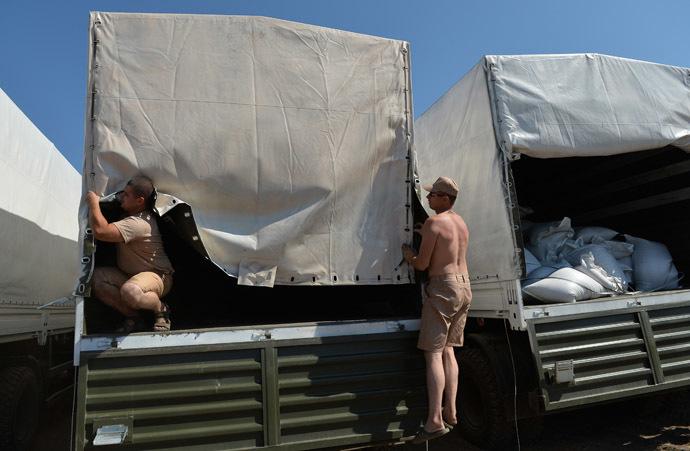 Колонна автомобилей с гуманитарной помощью в Ростовской области